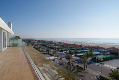 Nuovo appartamento fronte mare costruito con materiali di qualità 8